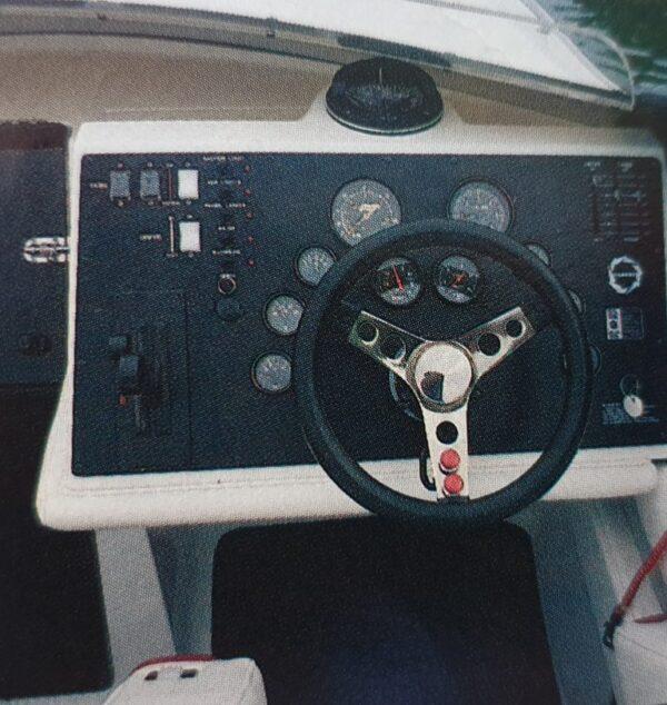 Fountain 27 Cockpit